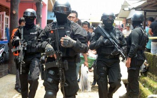 Baku Tembak Teroris dengan Densus di Manukan Surabaya, 1 Orang Meninggal