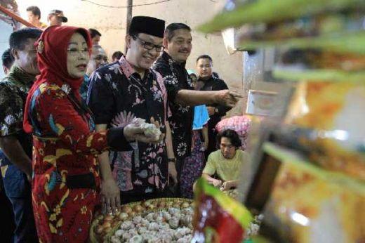 Antisipasi Harga Pangan Jelang Lebaran, DPD RI Sidak Sekaligus Borong Sembako di Pasar Klender