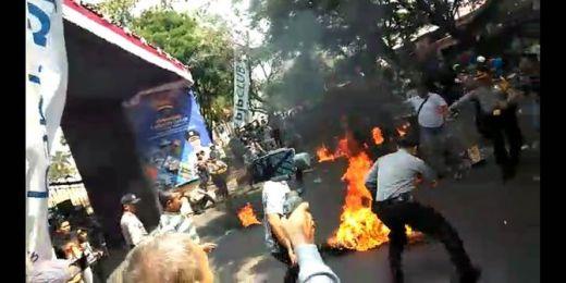 Ini Penyebab Demonstran di Cianjur Bakar Polisi
