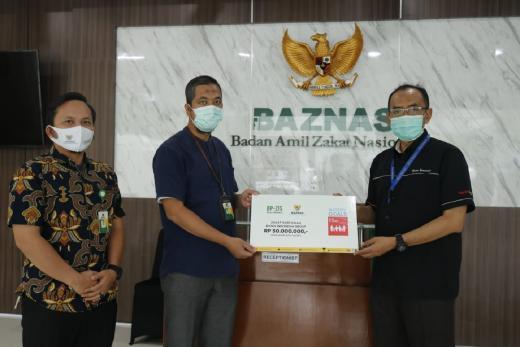 Bisnis Indonesia Salurkan Zakat Profesi Karyawannya ke BAZNAS