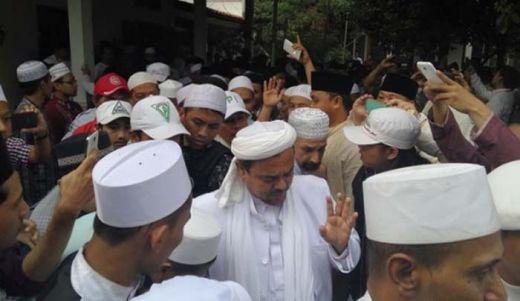 Habib Rizieq Pimpin Pembacaan Doa di Pemakaman Kiai Hasyim Muzadi