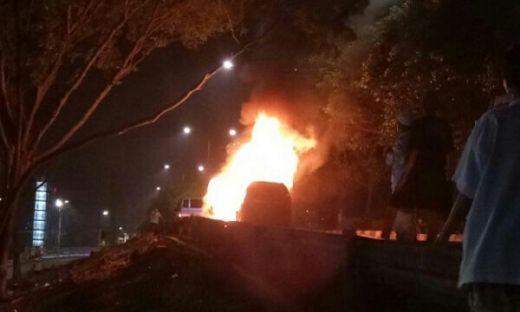 Diduga Teror, Mobil Terbakar Meluncur ke Arah Jamaah Tablig Akbar di Jakarta Timur