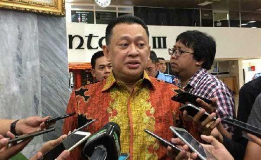 Bamsoet Imbau Masyarakat Riau Tetap Tenang dan Tak Menyebarkan Video atau Foto Teror di Mapolda Riau
