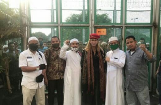 Para Napi Nangis dan Ucapkan Takbir saat Habib Bahar Dibebaskan dari Lapas Cibinong