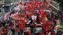 Massa Aksi Tolak Omnibus Law di DPR: Rezim Anti-rakyat!