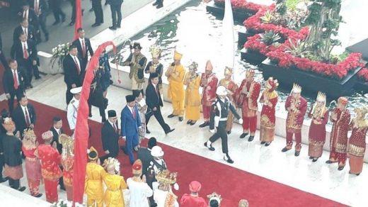 Tiba di Ruang Sidang Tahunan, Jokowi Kenakan Jas Biru, Iriana Berkebaya