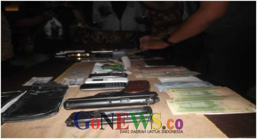 Bandar Narkoba Internasional Bersenjata Api Berhasil Diamankan Tim BNN dan Bea Cukai Kalbar di Perbatasan Entikong