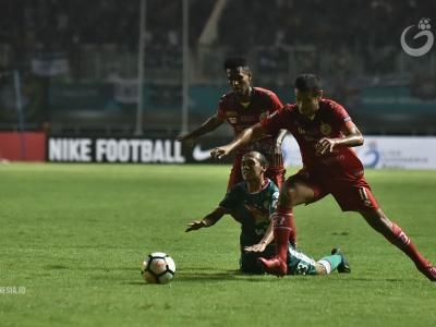 Syafrianto Rusli Tetap Pelatih Semen Padang FC