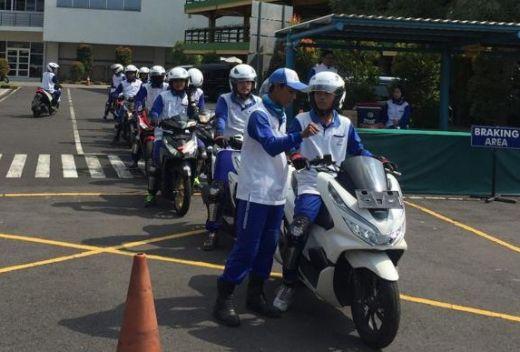Kurangi Kecelakaan, Siswa SMK KAL Ikuti Diklat Safety Riding