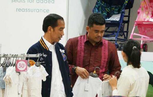 Akhiri Kunjungannya ke Medan, Jokowi Ngemall Beli Pakaian untuk Kedua Cucunya