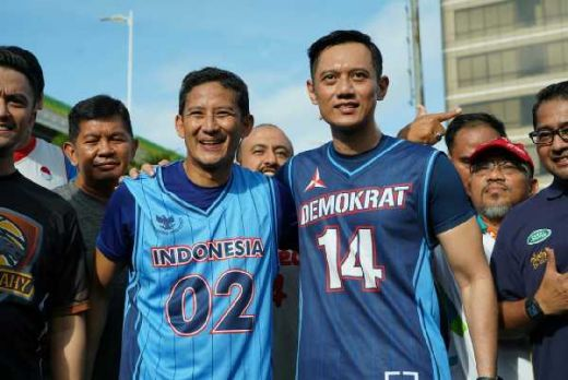 Sambil Main Basket Bareng, AHY Berikan Tips Debat ke Sandiaga Uno