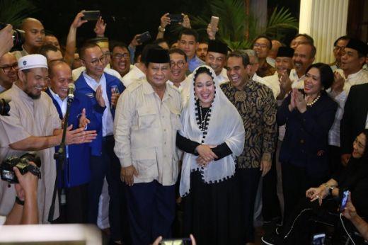 Malam Jelang Pencoblosan, Prabowo Ucapkan Selamat Ulang Tahun ke Titiek Soeharto