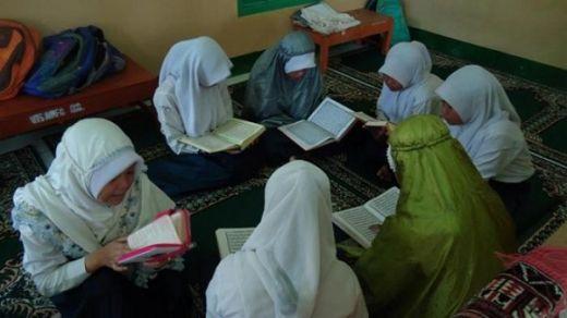 Tadarus Baca Alquran di Malam Ramadan Pahalanya Seperti Salat Sepanjang Malam