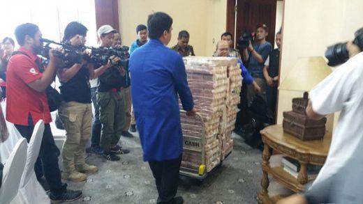Wow… Koruptor Samadikun Hartono Kembalikan Uang Rp 87 Miliar Tunai