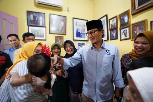 Kunjungi Palembang, Sandiaga Uno Kembali Layat Keluarga Pahlawan Demokrasi