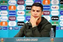 Aksi Ronaldo Geser Botol Soda Viral, Coca Cola Rugi Rp57 Triliun