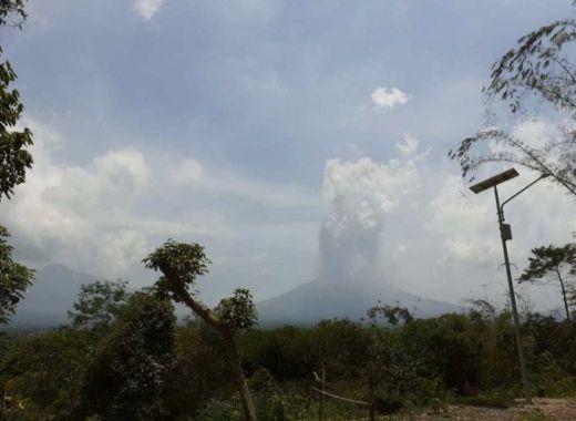 Breaking News: Gunung Merapi Kembali Luncurkan Awan Panas Setinggi 1.000 Meter