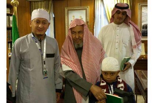 Subhanallah...Hafidz Cilik Indonesia Bertemu Imam Masjidil Haram
