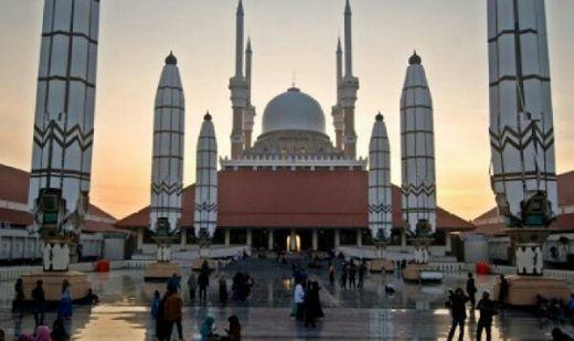 Pemerintah dan Aparat Izinkan Cap Go Meh Digelar di Masjid Agung, MUI: Astaghfirullah