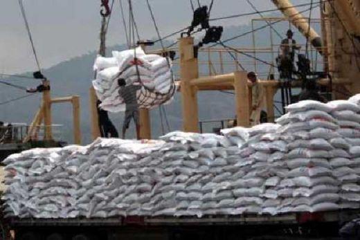 Sebanyak 6 Ribu Ton Beras Import dari Vietnam Dibongkar di Cilegon
