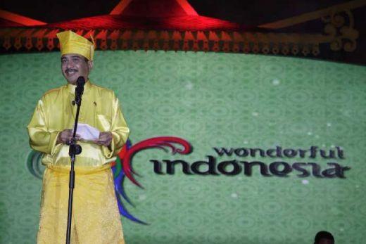 Selain Diajak Duet Bareng Nasar, Menpar Arief Juga Berpantun Pariwisata di Pesona Bumi Lancang Kuning