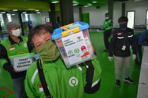 Pelanggan Gojek Donasikan 1200 Paket Logistik Keluarga untuk Driver melalui BAZNAS