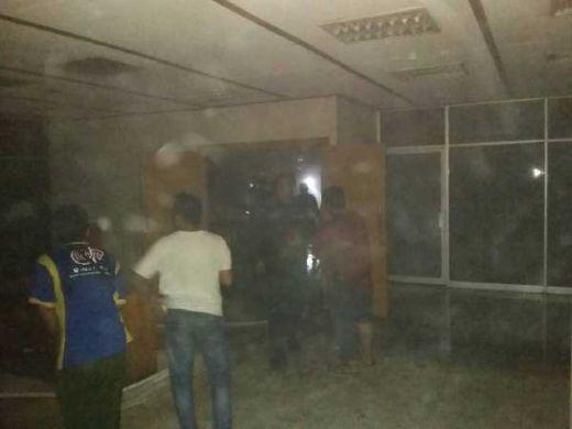 Api di Gedung Nusantara 2 DPR Berhasil Dipadamkan, Asap Masih Mengepul di Ruang Pansus