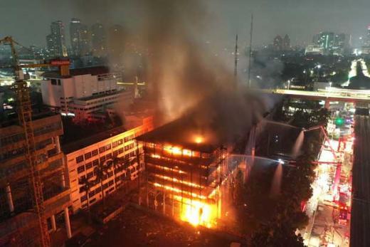 Dugaan Gedung Kejagung Sengaja Dibakar, DPR: Temukan Aktornya!
