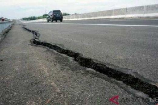 Wah Kacau... Belum Sebulan Diresmikan Jokowi, Tol Pemalang-Batang Retak