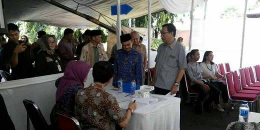 Ingin Pantau Pencoblosan, Sekelompok Orang Diusir dari TPS 05 Tempat BJ Habibie Memilih di Kuningan Timur