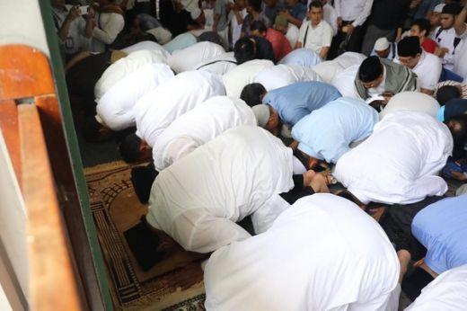 Prabowo Sujud Syukur di Masjid Al-Azhar, Jemaah Teriak Presiden