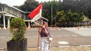 Nekat Jalan Kaki dari Riau ke Jakarta, Nenek Endang Orasi di KPK Mengaku Sudah 18 Tahun Ditipu Oknum Anggota DPRD Rohil