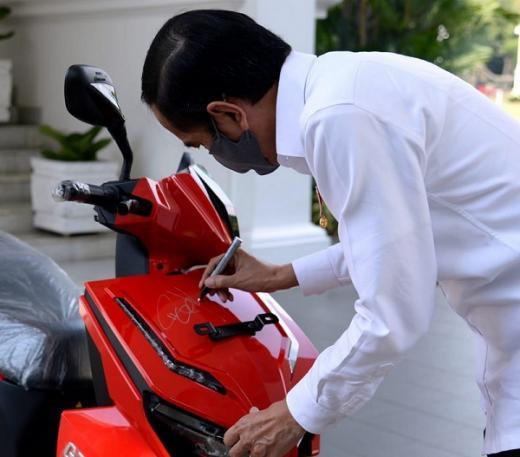 Bamsoet: Alhamdulillah Motor Listrik Pak Jokowi Terjual Lebih Rp2,5 Miliar