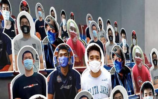 Beli Masker Klub Favorit dan Pasang Fotomu di Tribun Penonton