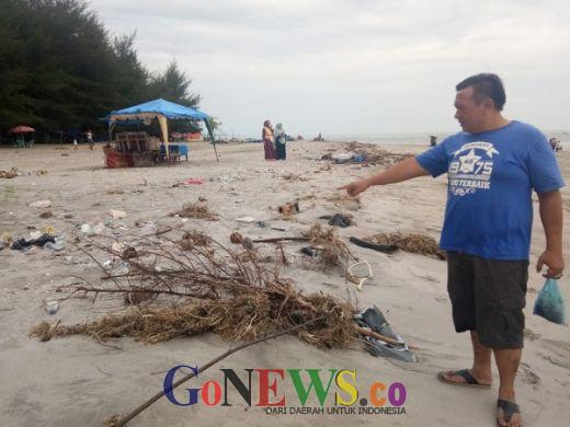 Lapor Pak Bupati Agam, Pengunjung Pantai Tiku Ngeluh Banyak Sampah dan Bau Pak!