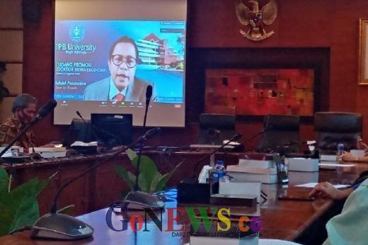 Sekjen DPR Raih Gelar Doktor dari Sekolah Bisnis IPB Bogor