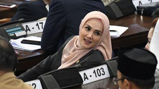 Disentil KPK, Ini 5 Fakta Postingan Kacamata Anggota DPR Mulan Jameela