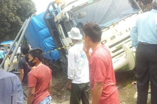 Belasan Kendaraan Terlibat Kecelakaan Beruntun di Kawasan Padat Penduduk, 3 Anak Tewas