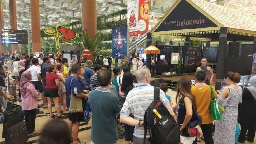 Musik Angklung dan Lukis Batik, Sihir Penumpang Transit Bandara Changi