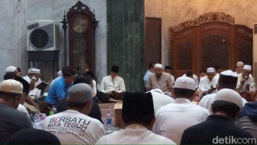 Sudah Mulai Pulih, Sandiaga Hadiri Malam Nisfu Syakban di Masjid At-Taqwa