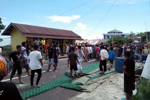 Perolehan Suara Anjlok, Caleg NasDem Tidore Ngamuk di Masjid, Warga Kembalikan Karpet Pemberian sang Caleg
