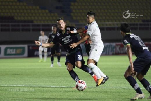 Singkirkan PSS, Persib Hadapi Persija di Final