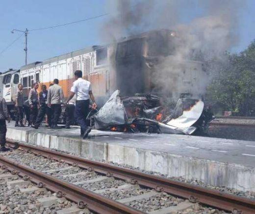 Tabrakan Maut Mobil dengan Kereta Api di Grobokan, 4 Orang Tewas