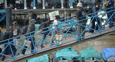 Mudik dari Surabaya, Ibu Asal NTT Ini Melahirkan Putra Pertama di atas Kapal