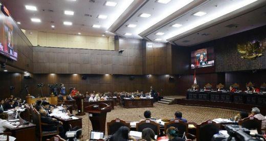 Hingga Dini Hari, MK Tetap Lanjutkan Periksa Saksi Kubu Prabowo