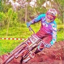 Terjatuh, Atlet Sepeda Riau Dikabarkan Alami Luka-luka dan Dibawa ke Rumah Sakit di Bandung