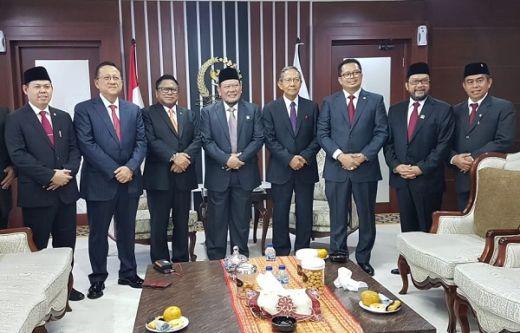 Suasana Cair saat La Nyalla Ngobrol Santai Bareng Tiga Mantan Ketua DPD Jelang Pelantikan Presiden