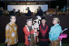 Saat Pak Dalang Sisipkan Empat Pilar dalam Pertunjukan Wayang di Lampung