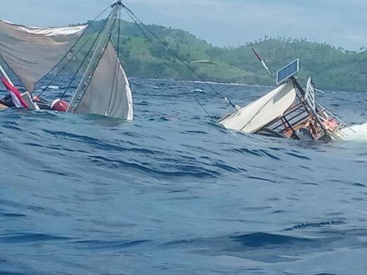 Kapal yang Ditumpangi Wartawan Rombongan Jokowi di Labuan Bajo Terbalik