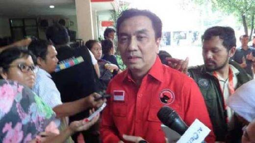 Elektabilitas 01 Turun, Effendi Simbolon: Jangan Andalkan Tim Skoci, Jokowi Harus Blusukan Lagi